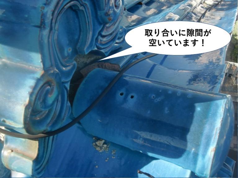 岸和田市の鬼瓦の取り合いに隙間が空いています