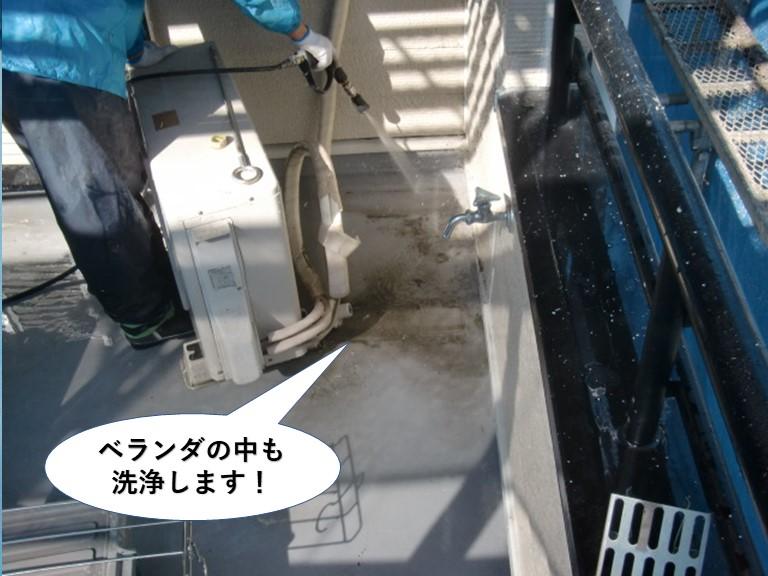 貝塚市のベランダの中も洗浄