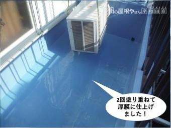 熊取町のベランダに2回塗り重ねて厚膜に仕上げました
