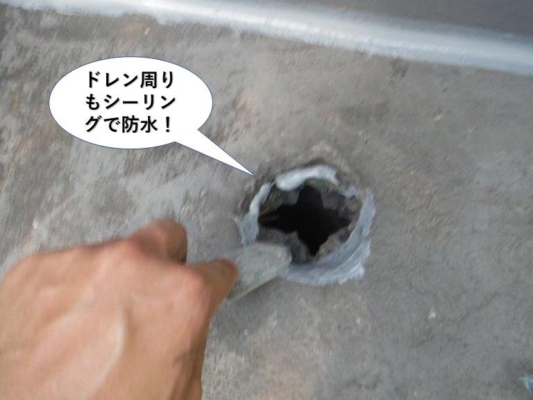 岸和田市のベランダのドレン周りもシーリングで防水