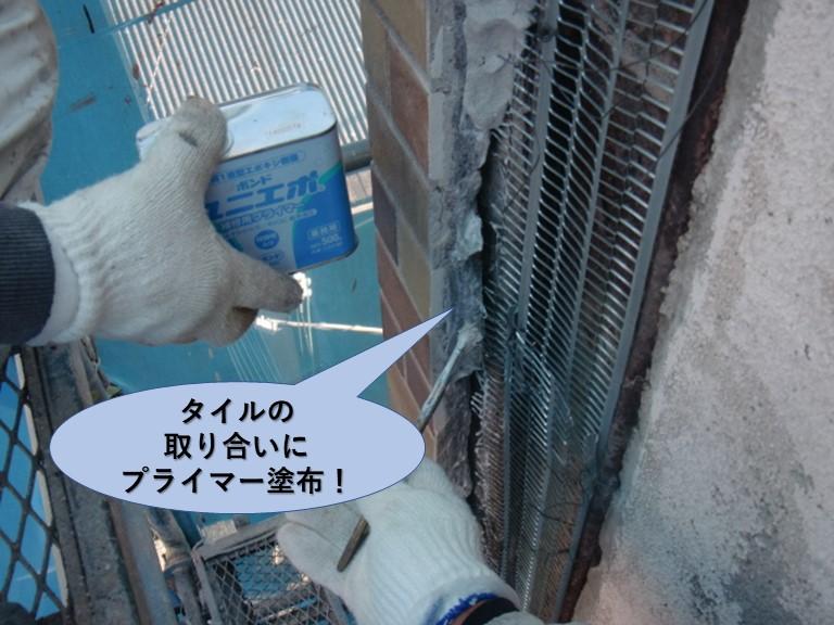 岸和田市のタイルの取り合いにプライマー塗布