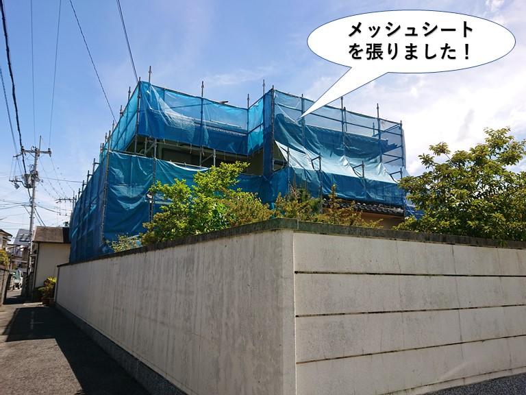 泉大津市の足場にメッシュシートを張りました