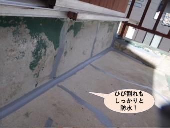 岸和田市のベランダのひび割れもしっかりと防水