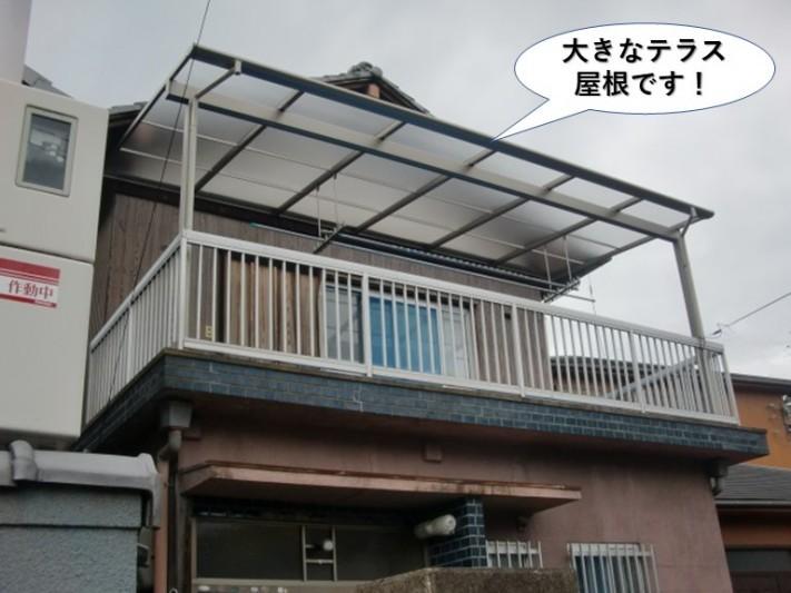 貝塚市の大きなテラス屋根です