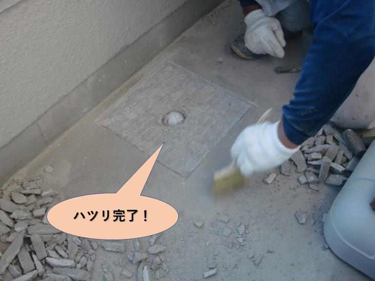 岸和田市のバルコニーの床のハツリ完了