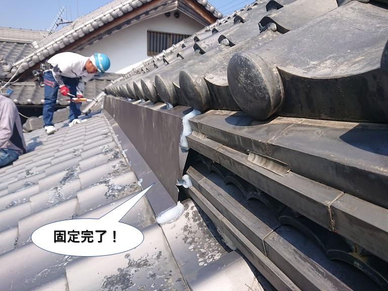 貝塚市の腰上げ部に取り付けた板金固定完了