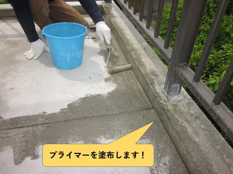 和泉市のベランダにプライマーを塗布
