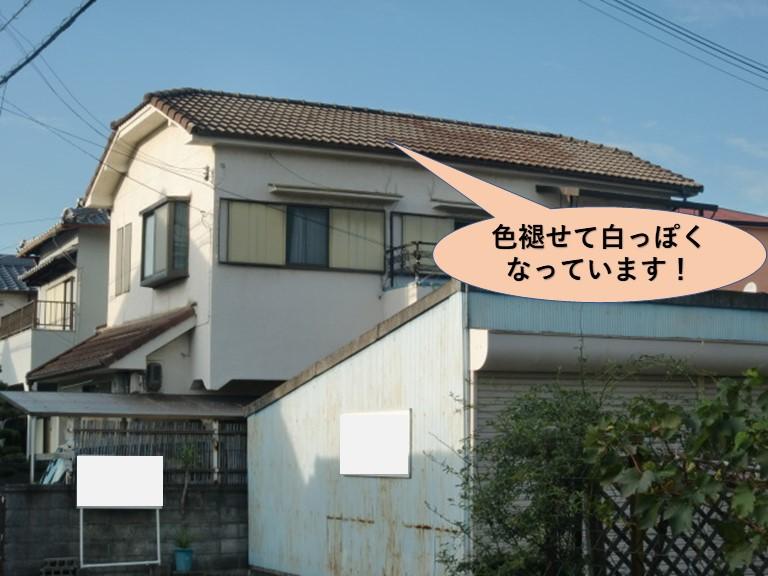 岸和田市の色褪せたセメント瓦の屋根