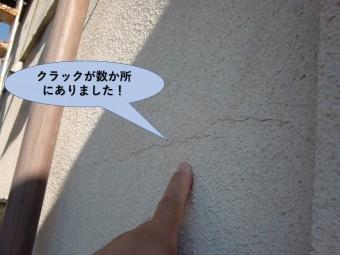 岸和田市の壁にクラックが数か所にありました
