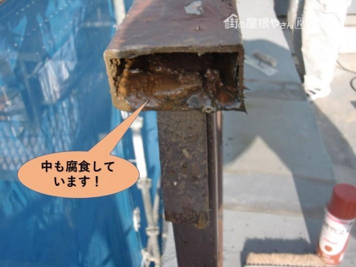 岸和田市の鉄製の手すりの中も腐食しています!