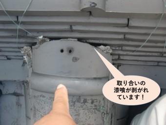 岸和田市の棟の取り合いの漆喰が剥がれています