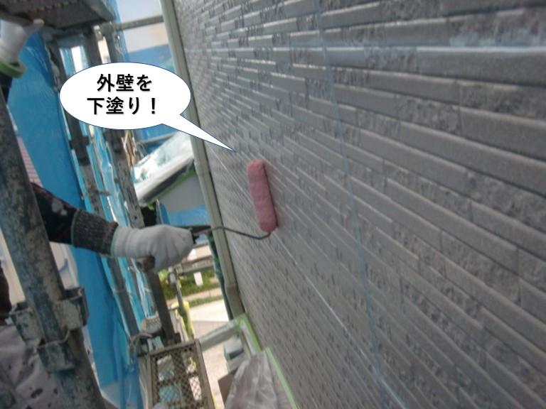 高石市の外壁を下塗り