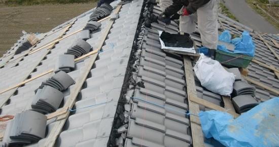 岸和田市天神山町の和瓦の葺き替えで棟瓦設置