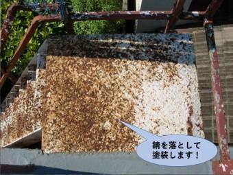 岸和田市の外階段の錆を落として塗装します!