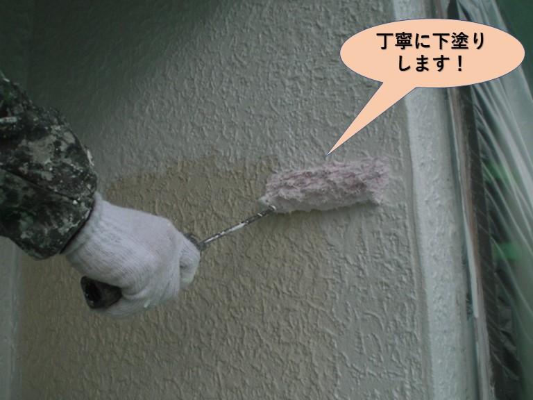 岸和田市の外壁を丁寧に下塗りします!