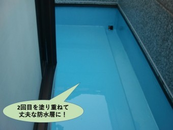 岸和田市のバルコニーに二回目を塗り重ねて厚膜に!