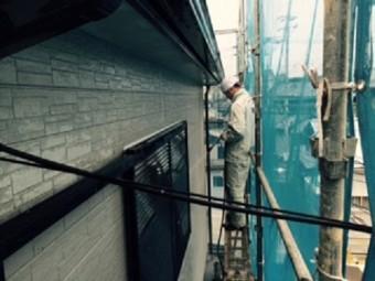 岸和田市西之内町の外壁塗装前の高圧洗浄