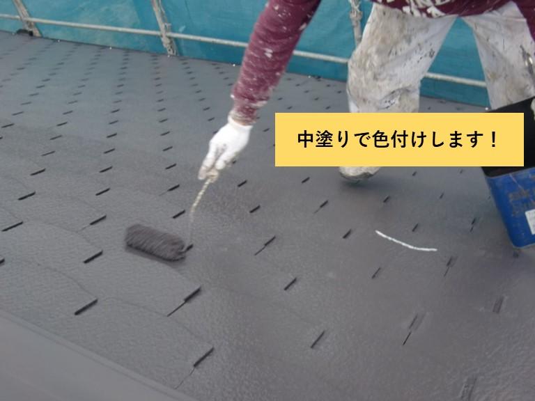 熊取町の屋根を中塗り