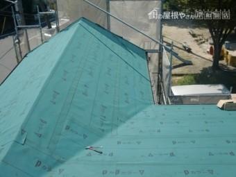 岸和田市上松町の屋根の防水シートと新スレート瓦へ葺き替え開始で野地板・防水シート貼り