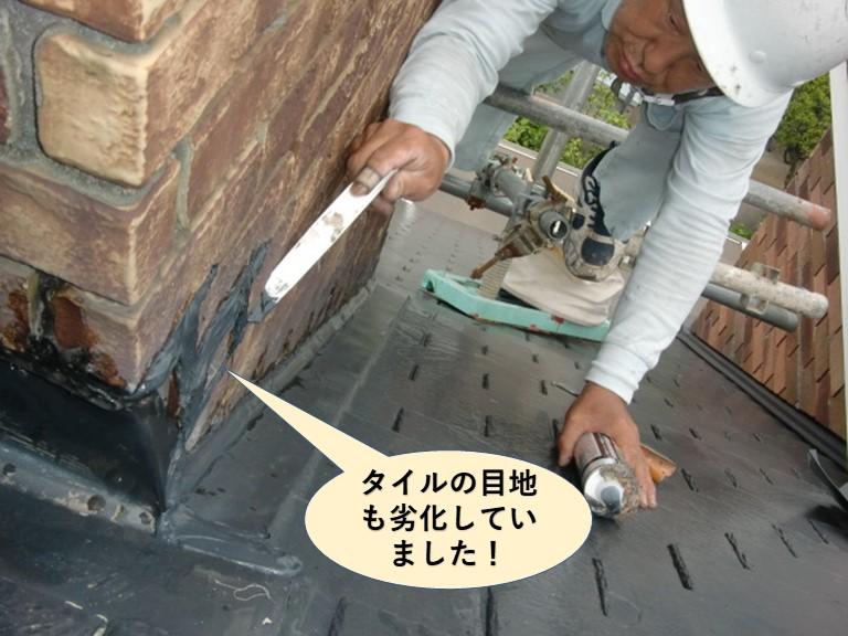 岸和田市の煙突のタイルの目地も劣化していました