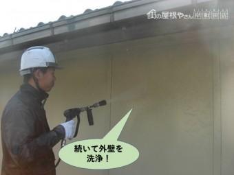 岸和田市の高圧洗浄で続いて外壁を洗浄