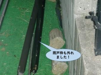 岸和田市の雨戸枠も外れました