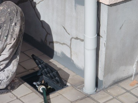 岸和田市極楽寺町の足場撤去と基礎の塗装