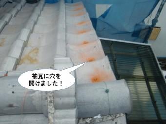 泉南市の屋根の袖瓦に穴を開けました