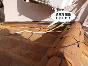 熊取町の壁際の漆喰を剥がしました