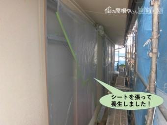岸和田市の窓周りにシートを張って養生しました